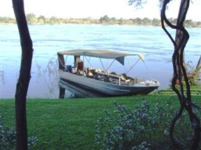Kayube Zambezi River House and Bungalows