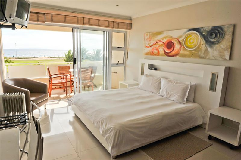 Mouille Point Village Two Bedroom Apartments Mouille Point Accommodation Weekendgetaways