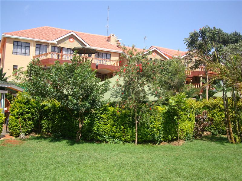 Comfort gardens guest house nairobi your cape town for Pool garden restaurant nairobi