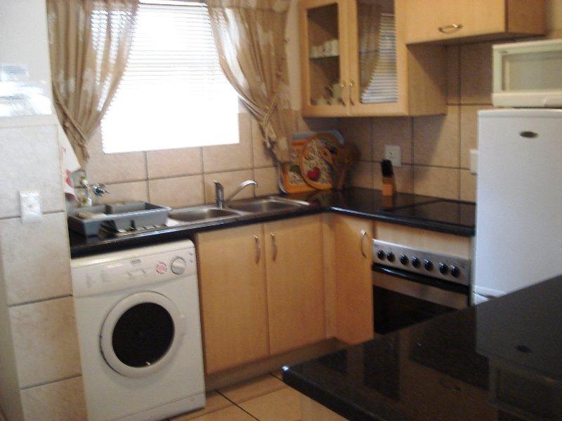 Ellis self catering portobelo flat 24 affordable for Affordable kitchens gauteng