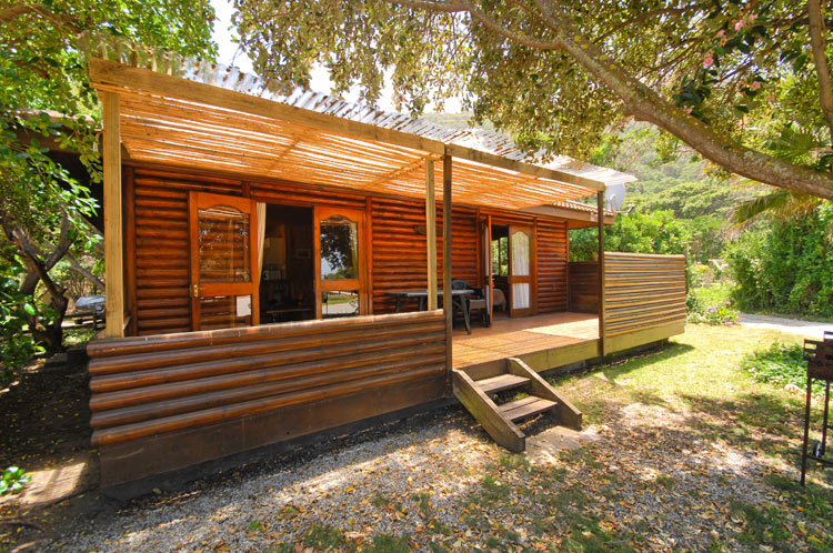 Arch rock seaside accommodation log cabin - The wood cabin on the rocks ...