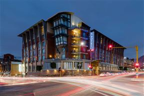 Protea Hotel by Marriott® Cape Town Victoria Junction Photo