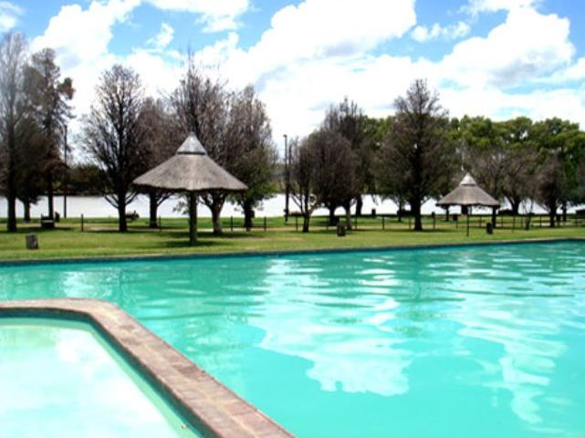 Emanzini country resort vrede free state accommodation and hotel reviews for Wick swimming pool opening times