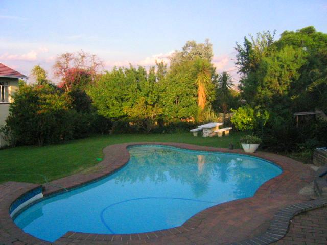 Shingalana lodge in johannesburg for Public swimming pools in johannesburg