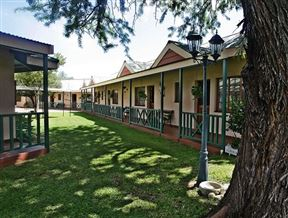 Sundowner Lodge Photo