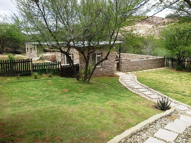 Bush camp stone cottages and venue in van wyksdorp for Camp stone