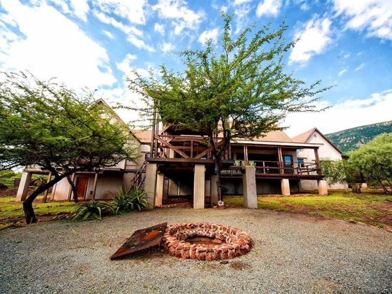Royal Jozini Sweet Thorn Lodge