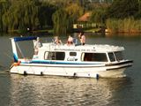 Old Willow No 7 Houseboat Charters