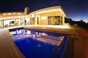 Swanlake Luxury Accommodation Photo