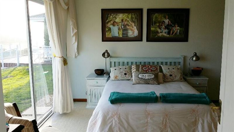 Smith holiday home glen eden accommodation and hotel reviews for Home decorations glen eden