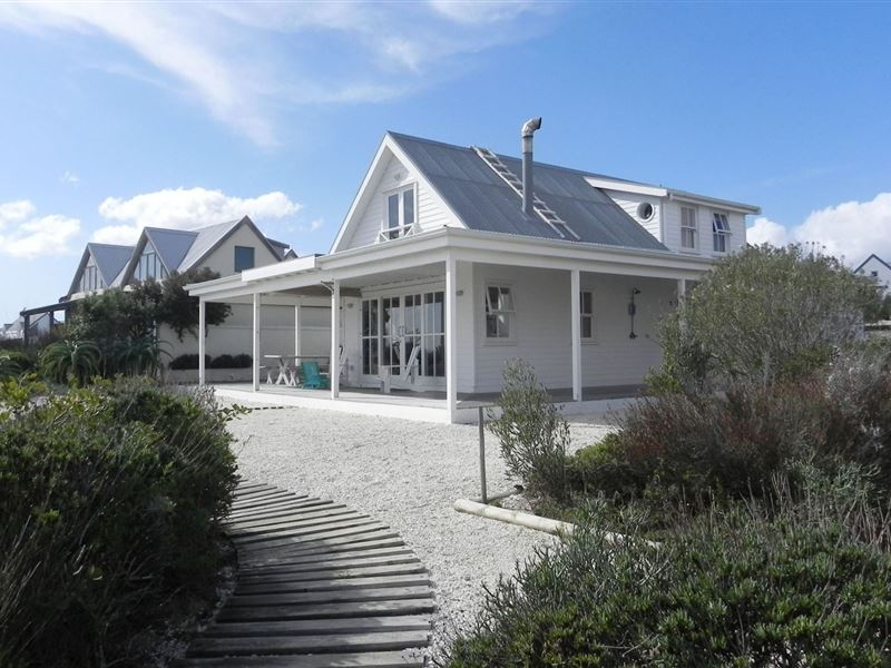 South West Beach House Design Project: Grotto Bay Accommodation