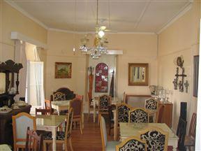 Blue Moon Guesthouse & Restaurant