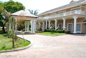 Attaché Guest Lodge & Spa Photo