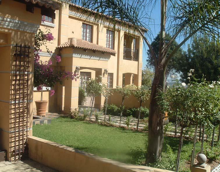 la villa rosa midrand accommodation and hotel reviews. Black Bedroom Furniture Sets. Home Design Ideas