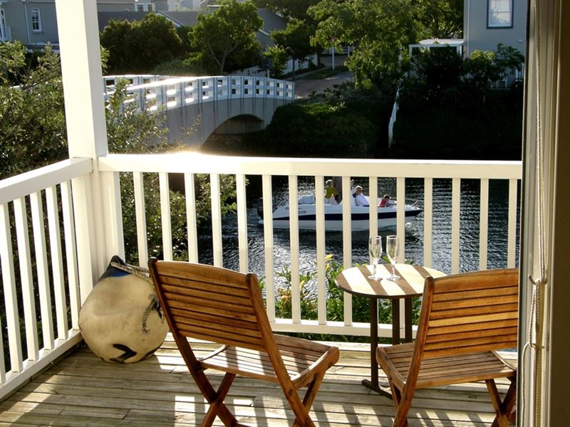 Hammock island loft apartment for Hammock for apartment balcony