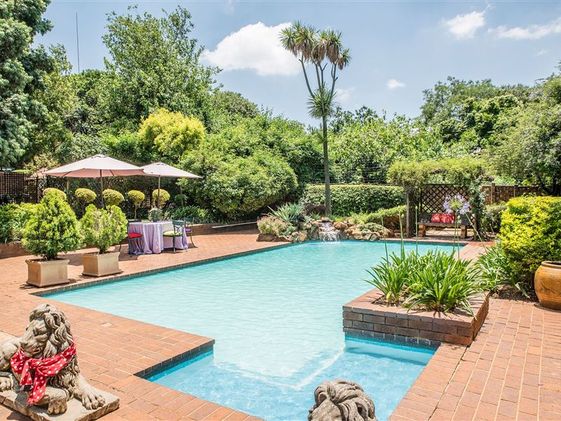 5th avenue gooseberry guest house johannesburg accommodation weekendgetaways Linden public swimming pool johannesburg