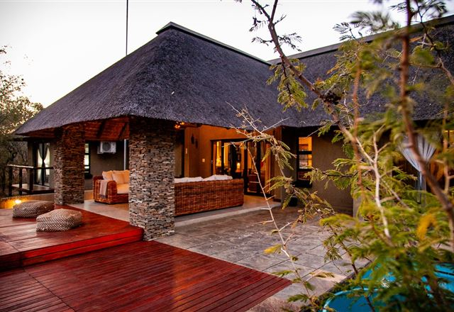 Emeveni Bush Lodge Among the Thorns