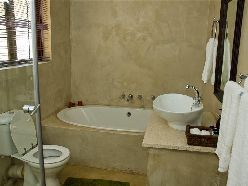 Motel En Suite Bathrooms: The Bushbaby Inn