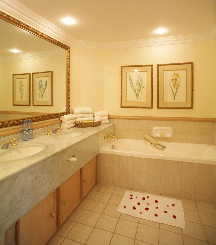 Casino Royale Bathroom Fight: Sun International Royal Swazi Spa Hotel