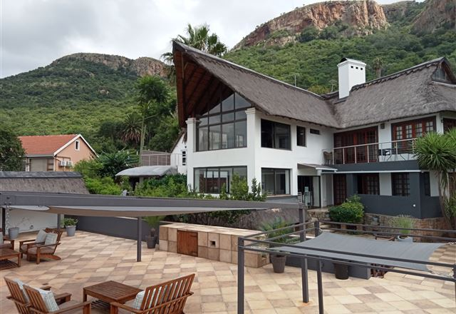 Galagos Lodge at Hartbeespoortdam