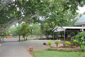 Loerie inn guesthouse rustenburg accommodation and hotel reviews for Wick swimming pool opening times