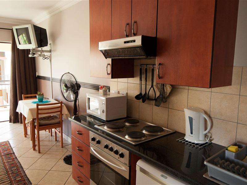 Oakelands studio apartments for Kitchen units for studio apartments