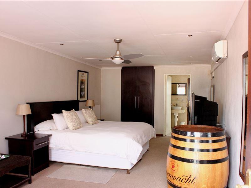the lazy grape guest lodge spa johannesburg. Black Bedroom Furniture Sets. Home Design Ideas