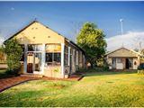 Dinonyane Lodge