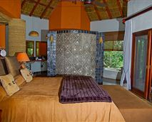 Likweti Lodge has two Luxury Suites which boast spacious, semi open-plan bathrooms that open onto the wooden decks and feature surround jet indoor showers.