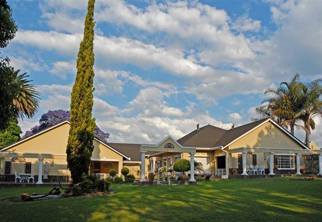 Longtom Farm Guest House