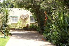 Airport Inn B&B and Emerald Guest House