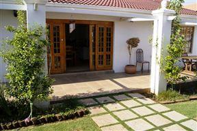 Villa de la Rosa Guest House Photo
