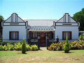 Villa Luca Guest House & Chalets