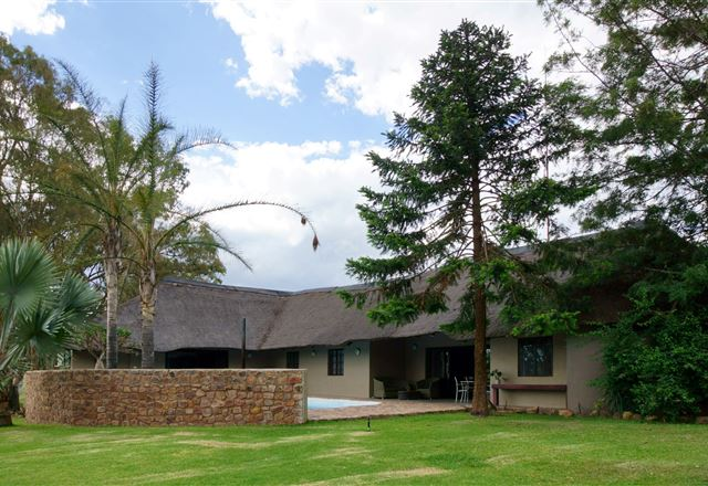 "Thaba Pitsi Safari Lodge  ""Country House & Bungalows"""