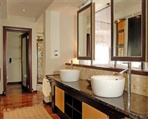 Bay view bathroom © Rani Resorts