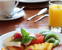 Tuck into the delicious, hearty breakfast made from organic produce where possible.