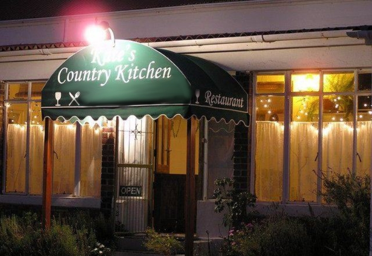 Kate s country kitchen accommodation bredasdorp your for Country kitchens south africa