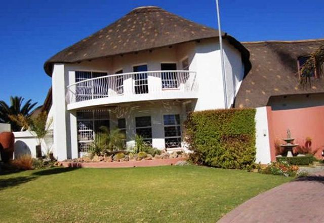 Thatchville Guesthouse