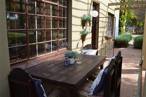 De Stallen Guest House
