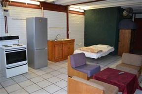 Igloo Inn Overnight and Caravan Park - SPID:886266