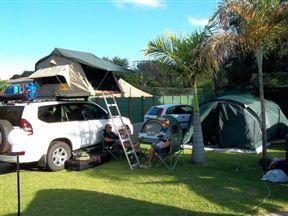 Igloo Inn Overnight and Caravan Park Photo