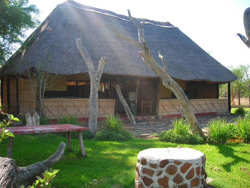 Mambova lodge and fishing camp in zambia for Fish camp lodging